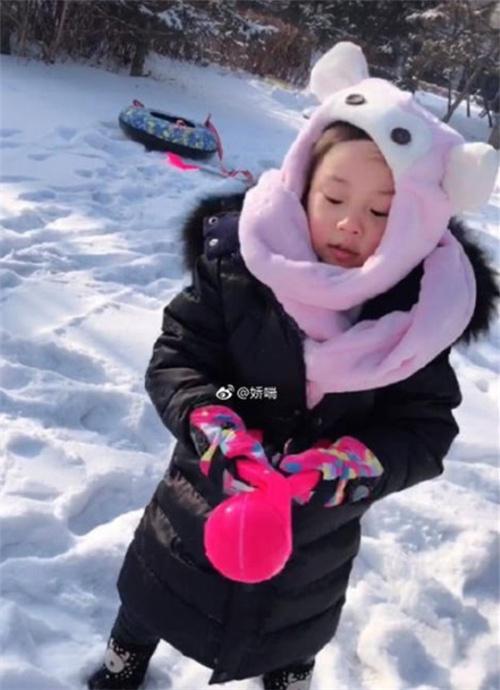 李小璐风波后首晒甜馨照片,网友:复出了?