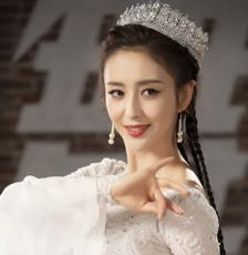 太美了!佟丽娅长辫配白裙起舞 身姿婀娜仙气飘飘