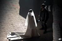 果然是戏精!金·卡戴珊穿婚纱现身前夫侃爷试听会