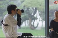 刘昊然发文为周迅庆生 亲自用相机为偶像拍大片