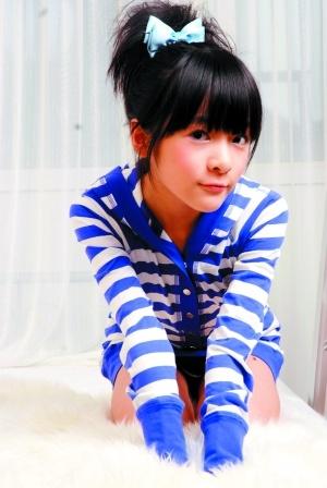 后,星爷的干女儿徐娇便从一个普通的小学生成为当今最受欢迎的小明星