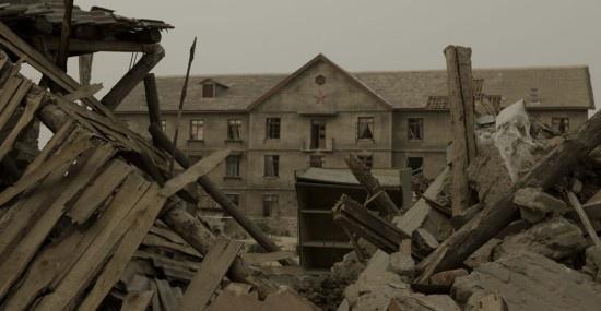 电影《唐山大地震》地震后场景图