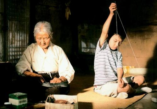 可爱的小男孩,到现在的花样美男,俞承浩可以说是在韩国民众的注视下长