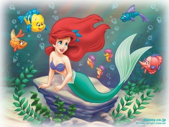 结题:海枯石烂的梦幻帝国 《小美人鱼》(1989)导演:罗恩·克莱蒙兹 约翰·马斯克   作为一条可爱的小美人鱼,爱丽儿公主向往的却是人鱼法律禁止她们接触的人类世界。她聪明,美丽,非常勇敢,爱冒险,几乎可以用探险家来形容她。她是大海之王川顿国王最心爱的女儿,因为她有着世界上最美妙的歌喉。她最好的朋友是小比目鱼小胖和音乐大臣赛巴斯丁。她乐于收集一切人类世界的东西,虽然她不知道怎么用。在又一次的探险中,她救起了几乎溺水的亚力克王子并对他一见钟情。而她的一腔热情也让恶毒的海底女巫乌