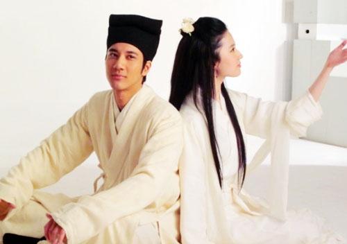 《恋爱通告》,7月21日曝光了男女主角古装才子佳人造型.