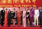 郭敬明带着《小时代3》剧组的帅哥美女们再次亮相,有着去年暑期档的疯狂票房成绩,现在的他们底气十足,打着国产最美时装片的旗号自然穿得花枝招展,鲜艳的撞色高调张狂。