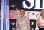 华人女星中可以与妮可抗衡的,也只有女王巩俐了。二人在戛纳开幕时斗秀完,又转场来到了上影节的开幕现场。