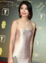 陈慧琳裸色丝绸裙现身红毯 小露香肩显贵妇风情