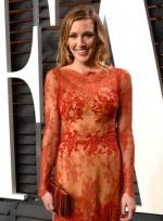 凯蒂·卡西迪蕾丝红裙惹火 婀娜身姿女人味十足