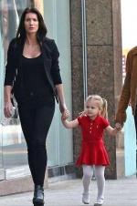 杰瑞米·雷纳爱女心切 离婚后为女儿付大笔赡养费
