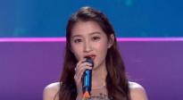 关晓彤一身长裙亮相北影节颁奖典礼 献唱歌曲《光影流芳》
