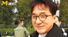 """全國政協委員成龍:2019年將繼續助力""""脫貧攻堅戰"""""""