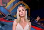"""女性超级英雄电影《惊奇队长》举办洛杉矶首映。布丽·拉尔森一袭""""星装""""亮相现场,成全场最耀眼的""""女星""""。据悉,电影《惊奇队长》将于3月8日妇女节在内地上映,与北美同步,布丽·拉尔森饰演的惊奇队长浑身散发着难以抵挡的超能力量,漫威电影宇宙最强英雄即将浮出水面。"""