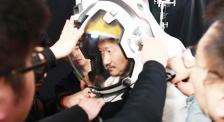 """《流浪地球》擬聲揭秘 演員""""頭盔對白攻堅戰""""該怎麽打?"""