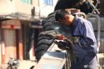 被耽誤的電焊工 《地久天長》王景春曬五級焊工證