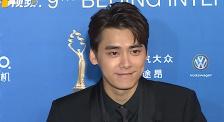 """李易峰现身北影节闭幕式 曾在开场节目前""""卖关子"""""""