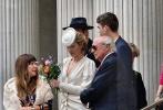 """据《太阳报》报道,裘德·洛和女友菲利帕·科恩(Phillipa Coan)结婚了!两人在伦敦老马里波恩市政厅低调举行婚礼,只邀请了一些亲朋好友。裘德·洛今年46岁,菲利帕·科恩32岁,是一名心理医生,两人相差14岁,已交往4年。据透露,此次结婚仪式由裘德·洛的大儿子拉夫·洛担任伴郎,""""裘花""""粉丝也纷纷送上结婚祝福。"""