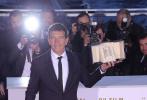 法国时间5月25日晚,第72届戛纳国际电影节落下帷幕。之前被予以厚望的阿莫多瓦虽然交出诚意之作,却再度痛失金棕榈,但给老搭档班德拉斯带来了一尊难得的最佳男演员奖杯。最佳女主角则由《小小乔》的艾米丽·比查姆获得。