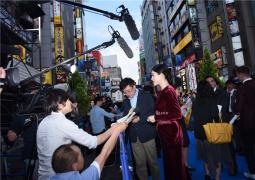 连轴转!《哥斯拉2》日本首映 章子怡现身状态好