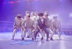 近日,《这!就是街舞》第二季播出第八期。易烊千玺以全新的湿发造型登场,携手易燃装置带来队长大秀,机器人舞创意满分,默契齐舞感染力十足。