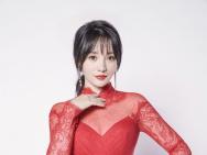 柳岩最新写真曝光 性感透视红裙身材曲线迷人