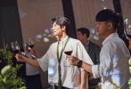 7月11日,演员张晓晨与相恋多年的圈外女友举行婚礼,在上午一波迎亲现场图曝光后,婚礼现场的照片也陆续释出。