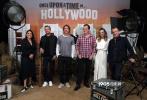 7月12日,即将在1周后上映的昆汀大作《好莱坞往事》发布了全新的宣传照。莱昂纳多·迪卡普里奥、布拉德·皮特、玛格特·罗比等主演集体亮相,在仿制的好莱坞摄影棚里合影。