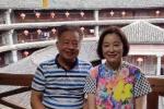 网友偶遇林青霞参观土楼 女神穿老年装素颜很亲民