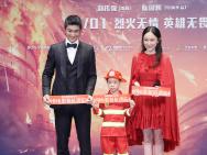 黄晓明杜江致敬英雄 杨紫携消防员父亲亮相红毯