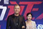 7月30日下午,《沉默的证人》举行了走红毯仪式,导演雷尼·哈林携张家辉、杨紫等主要演员出席。仪式现场,当杨紫手挎张家辉步入红毯时,引起不少粉丝尖叫。