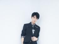王俊凯周年演唱会唱跳SOLO 展露舞台王者风范