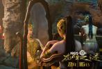 """8月13日,即将在8月16日上映的电影《龙牌之谜》发布了""""飞龙在天""""版终极预告,成龙与施瓦辛格巅峰对决揭开序幕,真假公主决战在所难免,深睡已久的龙王挣脱铁链而出,形形色色的人物、光怪陆离的场景,一副波澜壮阔的奇幻画卷正向观众徐徐铺陈开来。"""