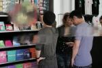 郑秀文陪许志安庆52岁生日 维也纳逛街形影不离