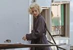 由安德鲁·多米尼克(《神枪手之死》)执导的梦露传记片《金发女郎》日前曝光一组片场照,安娜·德·阿玛斯(《银翼杀手2049》)的玛丽莲·梦露造型首露真容。