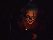 一美和劳模姐表情冷峻 《小丑回魂2》发人物海报