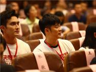 演员集体学习《决胜时刻》 老中青三代艺术家被触动