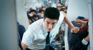 《中國機長》如何在110分鐘展現萬米高空救援?