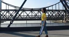 """叶青漫步鸭绿江断桥下 感受""""抗美援朝""""金戈铁马的岁月"""