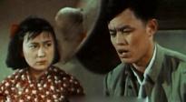 《足迹》:整个电影摄制组住在荒山破庙里,女主角不能刷睫毛