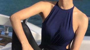 47岁黎姿晒出泳装照,身材凹凸有致,退出娱乐圈后的她更显年轻了?