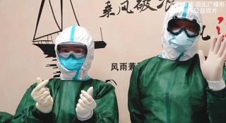 浅析《阳台里的武汉》:疫情之下的中国温度 平凡热烈的生活