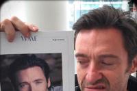 """休·杰克曼晒出新自拍 与""""旧照""""合影一脸嫌弃"""