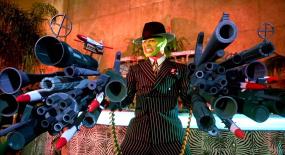 男子比魔术师还厉害,身上竟藏着一个武器库,一部搞笑奇幻电影