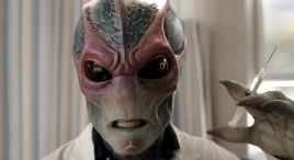外星间谍为灭绝地球,装成人类医生,治病过程却让人笑掉头