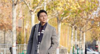 《千顷澄碧的时代》2.26上映 李东学再现扶贫路