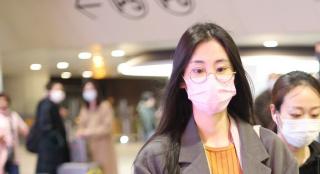 张碧晨承认生女后首度现身 打扮低调素颜状态好