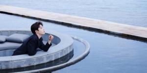 吴宇恒海边西装大片释出 演绎夏日清爽尽显少年感